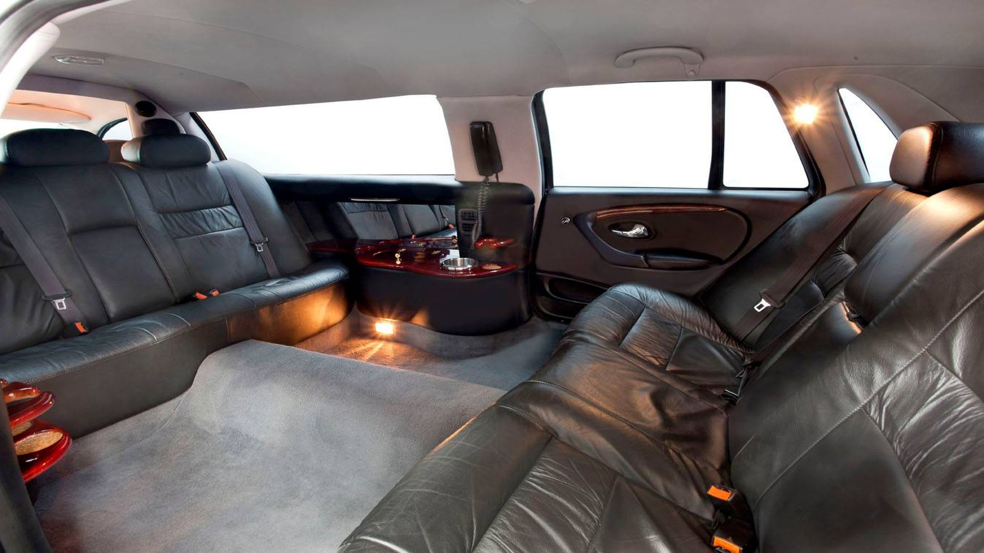 7 Seater Stretch Ford LTD Interior