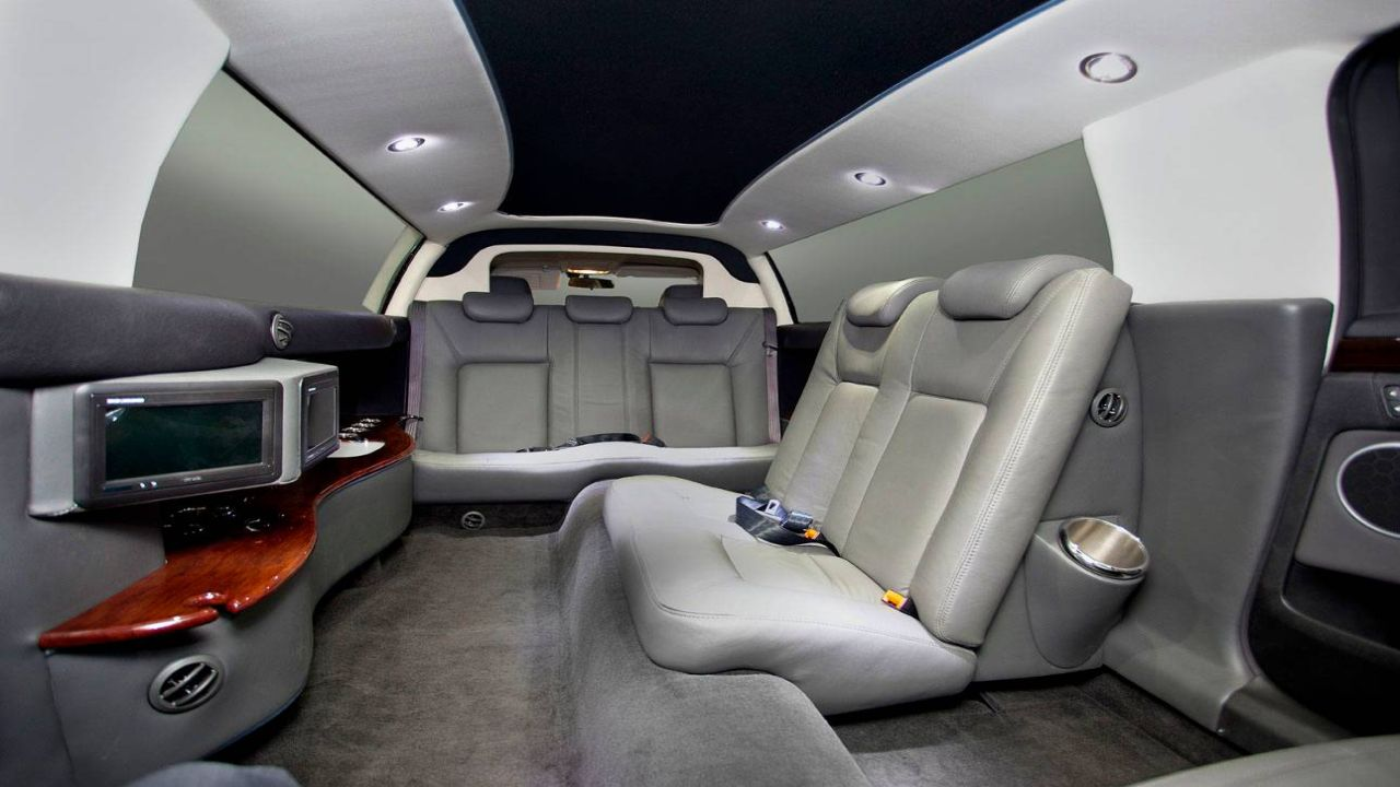 9 Seater Stretch Caprice Interior